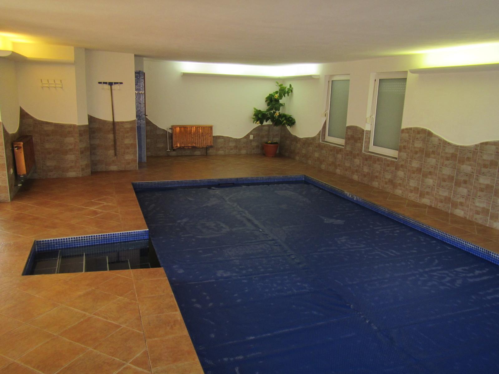 Chalupa pro 8 osob - interiérový bazén