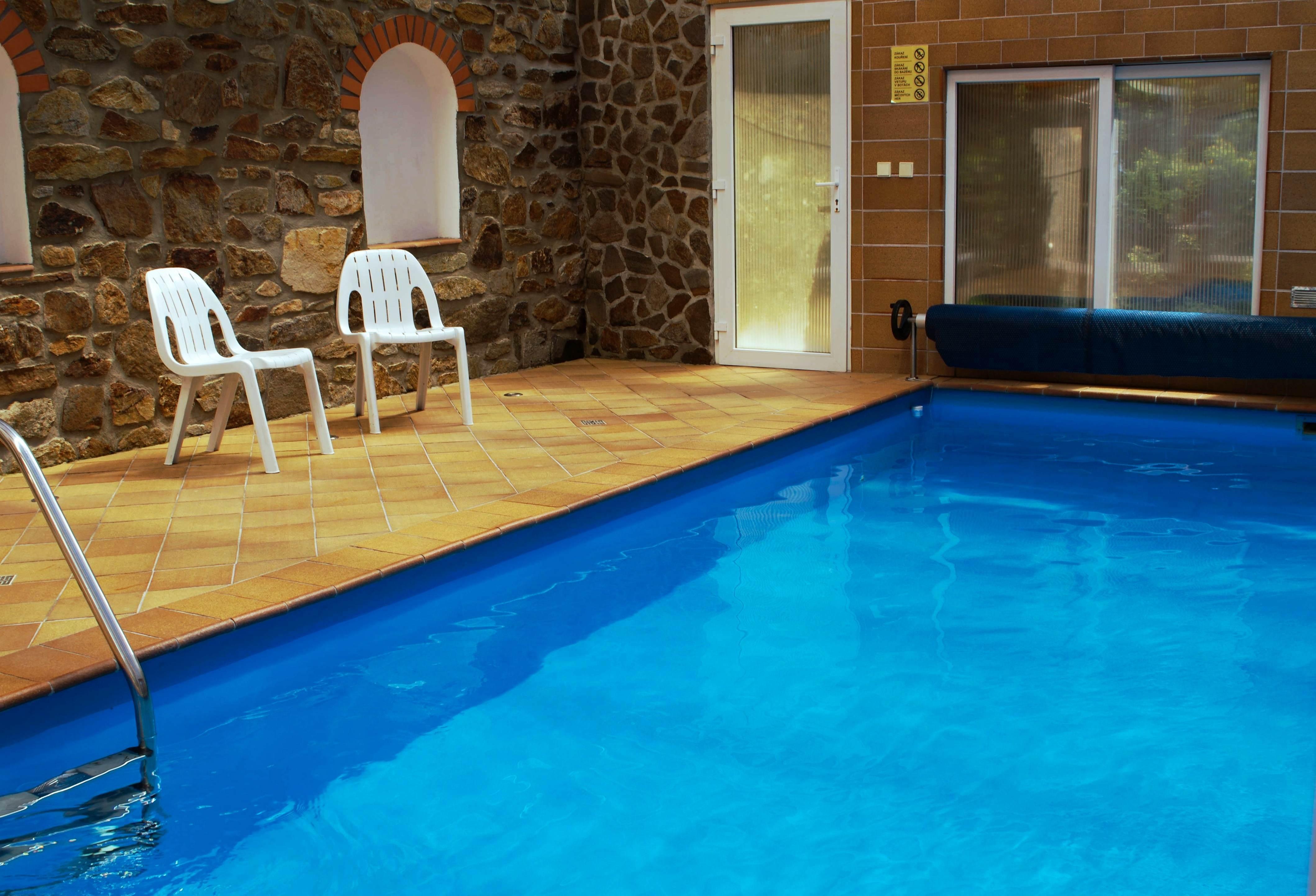 Chalupa pro 12 osob-zastřešený bazén