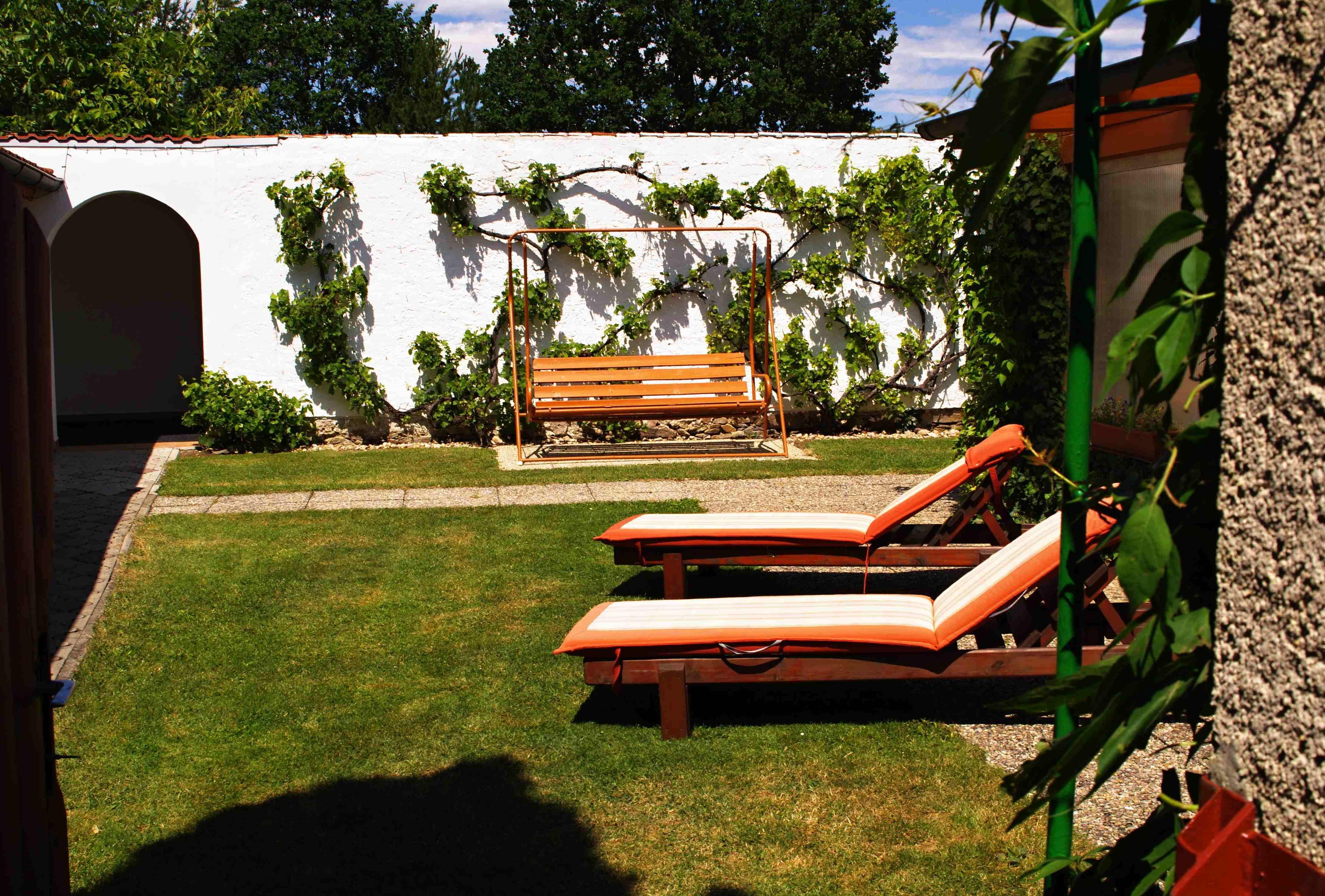 Chalupa pro 12 osob-zahrada