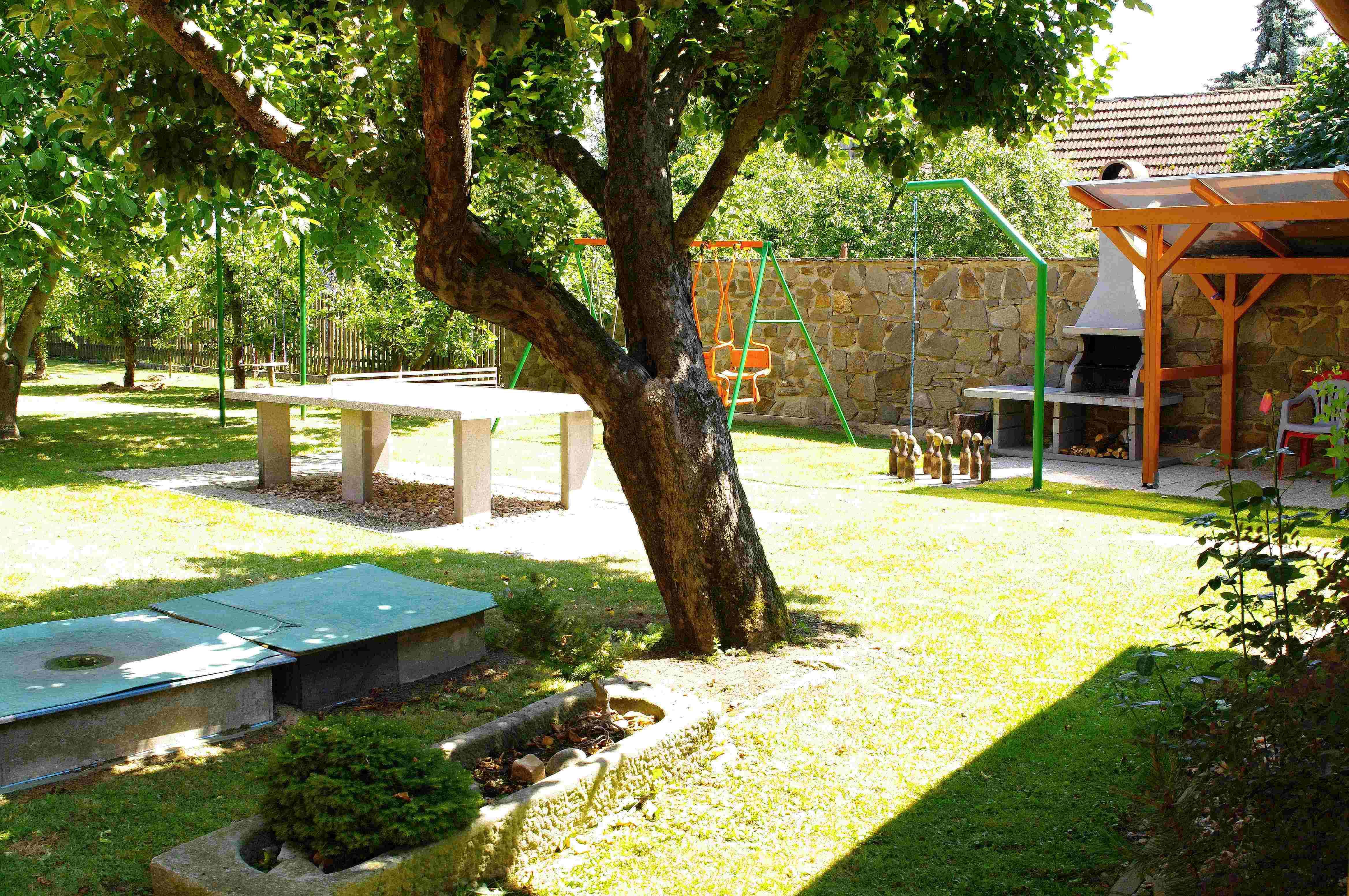 Chalupa pro 8 osob-zahrada