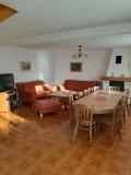 Obývací místnost + jídelna s krbem